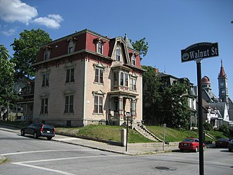 Highlands Historic District (Fall River, Massachusetts) - Image: Fall River 21June 07Walnut Rock House
