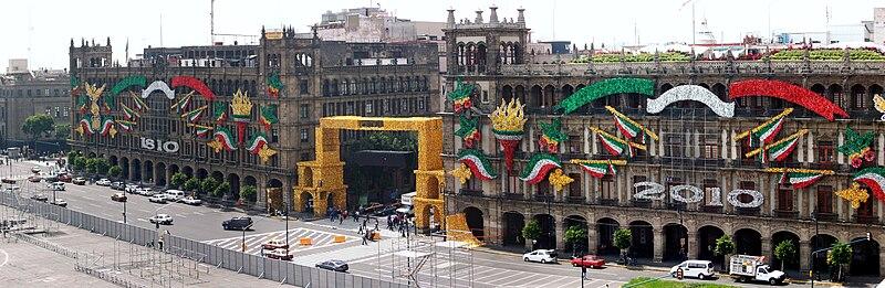 Edificios de gobierno del Distrito Federal en el Zócalo de la Ciudad de  México vista desde la azotea del Hotel Majestic. Todos los edificios están  siendo ... 201cfdd8b4d