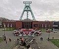 Feuerwehr-Leiterwagen vor dem Bergbau-Museum.jpg