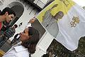 Fieles siguen en Plaza de Mayo la Santa Misa en Roma (8571896318).jpg