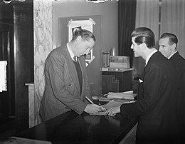 Fillmregisseur Carol Reed (van de film The Third Man) in Amsterdam, Bestanddeelnr 903-7969.jpg