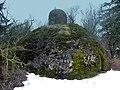 Findling Büchelstein mit grottenartigem Aufsatz - panoramio.jpg