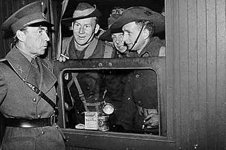 Folke Bernadotte - Count Folke Bernadotte (left) talking to Australian prisoners of war in Sweden during a prisoners exchange, 1943
