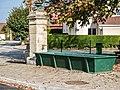 Fontaine, face à la mairie.jpg