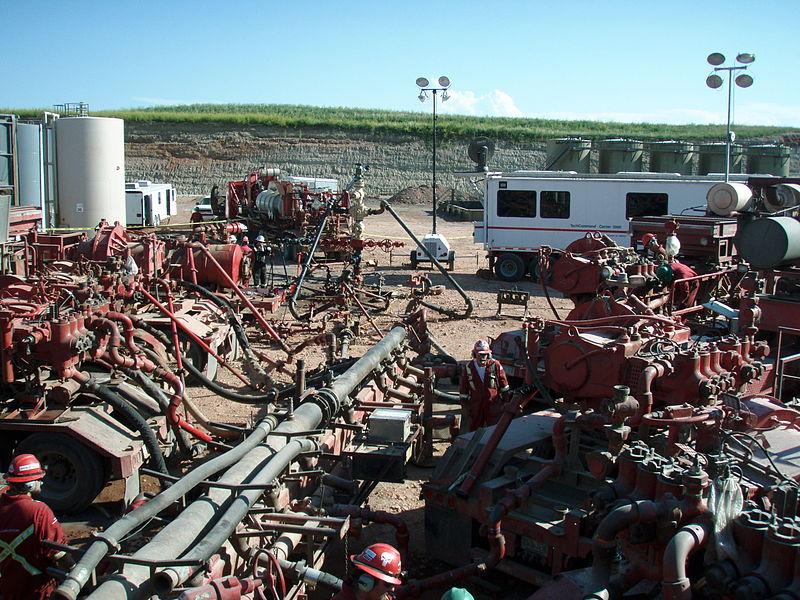 File:Fracking operation.JPG