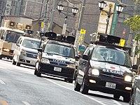 従来の黒バスから小型化が進んだ右翼の街宣車 (画像の団体は本項目における軍団と直接の関係はない)