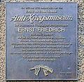 Gedenktafel Parochialstr 1-3 (Mitte) Ernst Friedrich.jpg