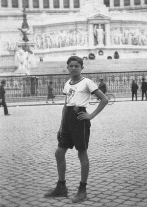 Opera Nazionale Balilla - A young balilla in Piazza Venezia.