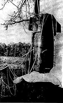 Одна из двух находившихся на борту самолёта ядерных бомб после приземления