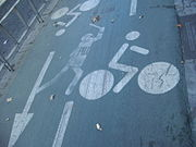 Grafiti estarcido en el carrilbici de Sevilla (Andalucía, España).jpg