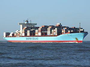 Grete Maersk IMO 9302889 approaching Port of Rotterdam, Holland 29-Nov-2006.jpg