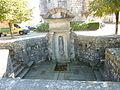 Guerlesquin 34 La fontaine Sainte-Barbe devant le présidial.jpg