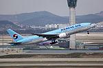 HL7531 - Korean Air Lines - Boeing 777-2B5(ER) - ICN (17082230177).jpg