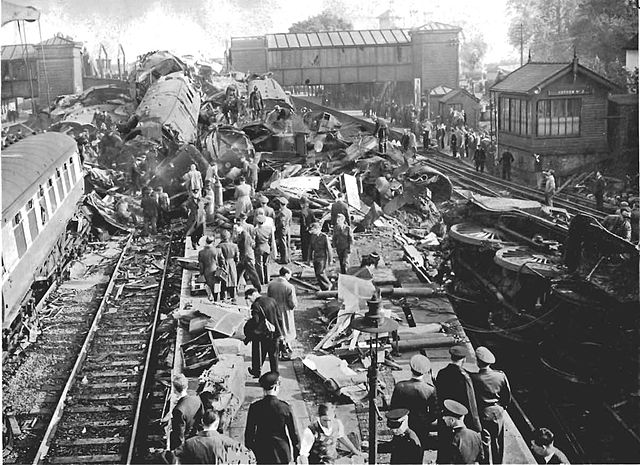 File:Harrow and Wealdstone train crash.jpg - Wikimedia Commons