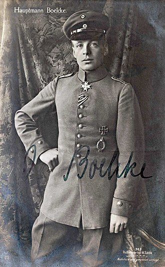 Oswald Boelcke - Oswald Boelcke in 1916 with the Pour le Mérite at his neck.