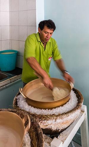 Paila - Preparing helado de paila, in Ibarra, Ecuador.