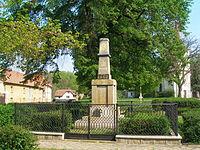 Horní Počaply, pomník.JPG