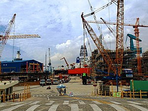 Hyundai Heavy Industries ship yard, South Korea (15037403187).jpg