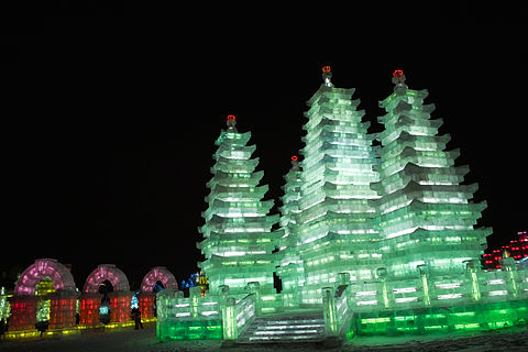 Ice Sculpture Harbin 2009 pagoda.jpg