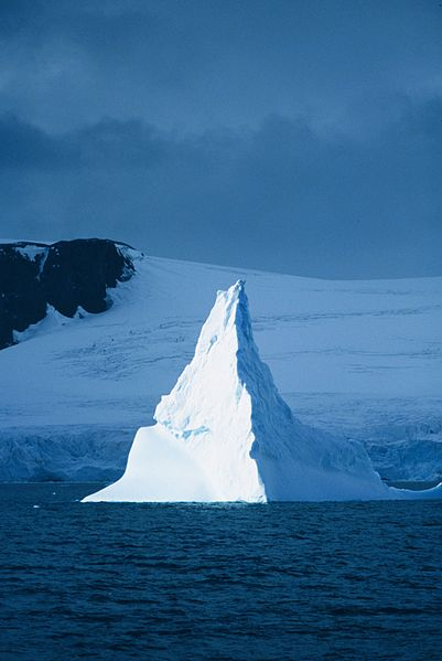 File:Iceberg at Elephant Island.jpg
