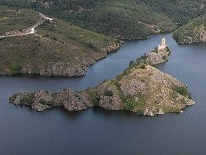 Château de Grangent - Lac de Grangent and castle