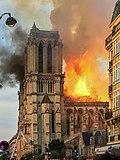 燒咗嘅巴黎聖母院尖塔