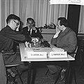 Interzone schaaktoernooi in het GAK, B Larsen tegen L Portisch (Hongarije), Bestanddeelnr 916-5229.jpg