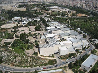 איך מגיעים באמצעות תחבורה ציבורית אל מוזיאון ישראל? - מידע על המקום