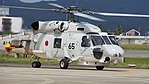 JMSDF SH-60J(8265) taxing at Tokushima Air Base September 30, 2017 03.jpg