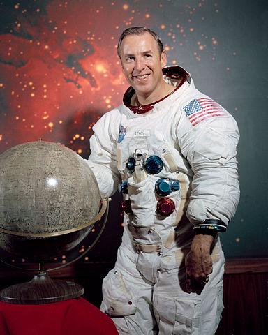 Astronaut Jim Lovell, NASA photo (December 1969)Source: Wikipedia (spaceflight.nasa.gov killed 25 Feb 2021) 384px-James_Lovell.jpg