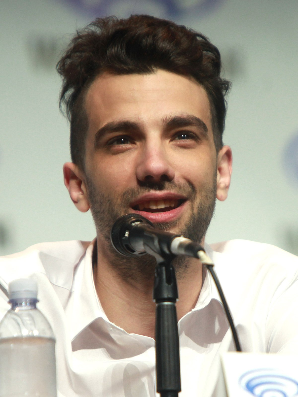 "Hénnah Speaks — Jay Baruchel ""I'm constantly annoyed [by ... 
