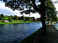 Jogging On The Bank - panoramio.jpg