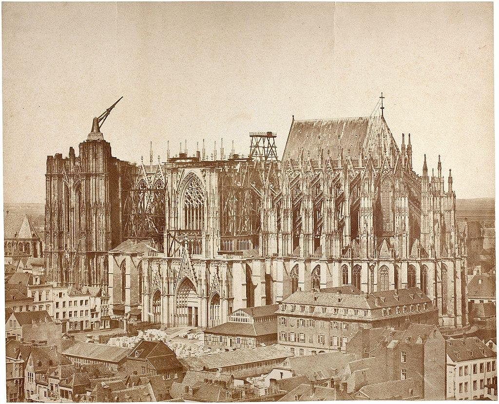 Kölner Dom von Südosten. Chor mit Turmstumpf, dazwischen Langhaus als Baustelle (um  1855)