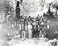 José Martí con grupo de emigrados cubanos en el antiguo fuerte Martello Tower en Cayo hueso, Estados Unidos 1893.jpg