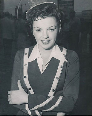 A Star Is Born (1954 film) - Judy Garland on location filming a scene as a restaurant carhop.