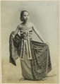 KITLV 10729 - Kassian Céphas - Studio picture of a young woman in dance pose from Yogyakarta - Around 1900.tif