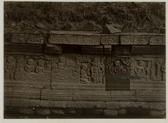 KITLV 28262 - Isidore van Kinsbergen - Relief on the east side of Panataran, Kediri - 1866-02-1867-06.tif