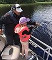 Kalastusopas Juha Happonen opettamassa jigikalastusta.jpg