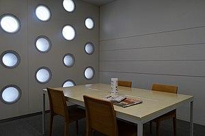 Kanazawa Umimirai Library - Image: Kanazawa Umimirai Library 2F reading seats ac (2)