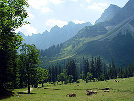 Though only a very small part belongs to the Alps, the perception of Bavaria as an alpine region endures.