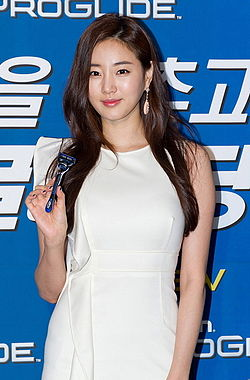 Kim Sa-rang (actress) in September 2011 from acrofan.jpg