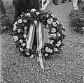 Kranslegging op het soldatenkerkhof Margraten (L) door minister president Scher, Bestanddeelnr 900-4871.jpg