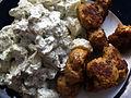 Kyllingefrikadeller med kartoffelsalat.jpg