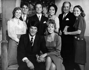 La Mary - The cast of La Mary. Clockwise from top left: Leonor Manso, Juan José Camero, Alberto Argibay, Dora Baret, Jorge Rivera López, Olga Zubarry, Susana Giménez and Carlos Monzón.