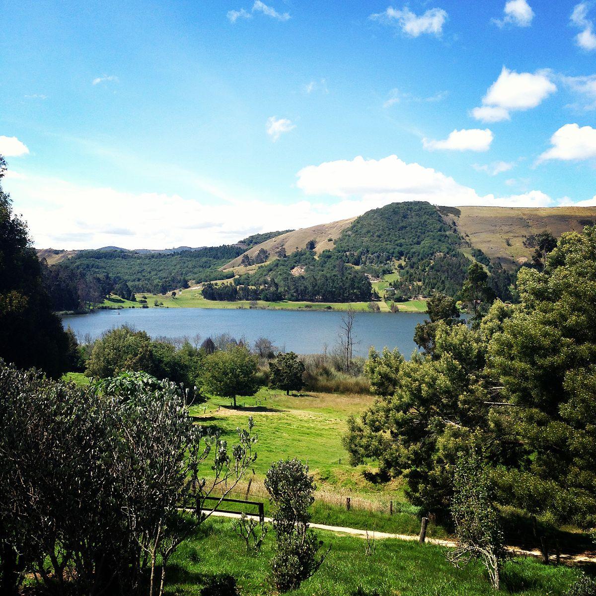 Lake Suesca - Wikipedia  Lake Suesca - W...