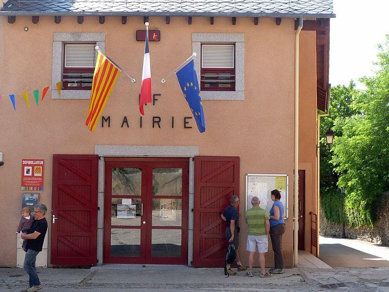 File:Latourc mairie.JPG