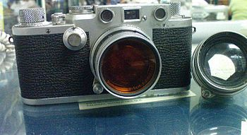 English: Leica III camera with both the Clear ...