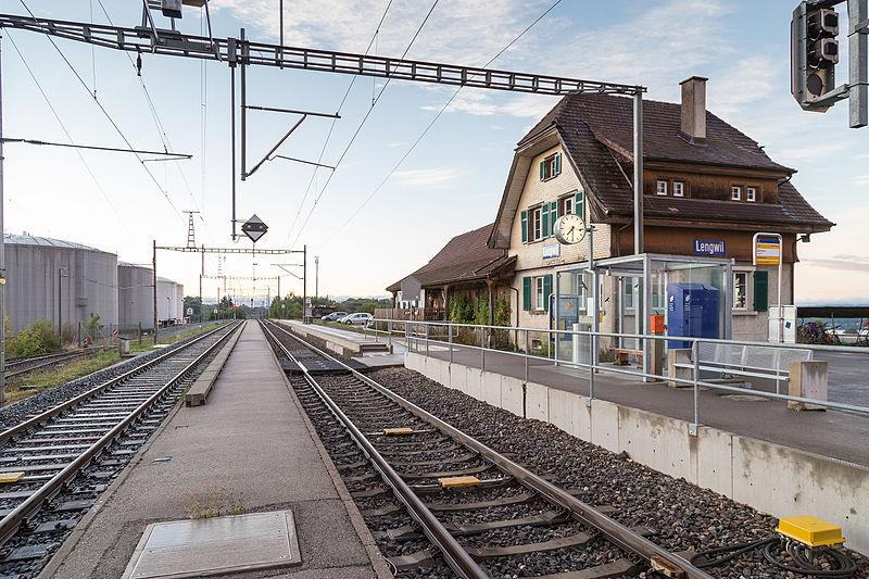 Datei:Lengwil Bahnhof und Tanklager.jpg