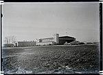 Lennuväli Ülemistel. Hoonete kõrval rootsi reisilennuk. (AM N 5631-427); Eesti Ajaloomuuseum.jpg