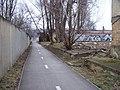 Libeňský ostrov, stezka podél protipovodňové zdi (01).jpg